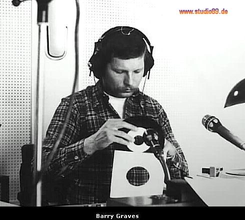 Barry Graves bei der Plattenauswahl